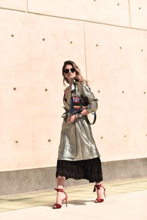 40 How to Wear Tea Lengh Dresses Street Style Ideas 17