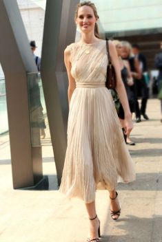 40 How to Wear Tea Lengh Dresses Street Style Ideas 23