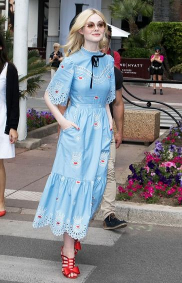 40 How to Wear Tea Lengh Dresses Street Style Ideas 26