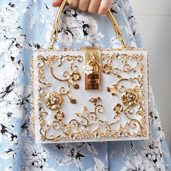 50 Chic Clutch Party Ideas 31