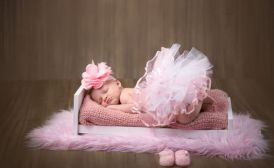 50 Cute Newborn Photos for Baby Girl Ideas 10