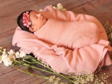 50 Cute Newborn Photos for Baby Girl Ideas 24
