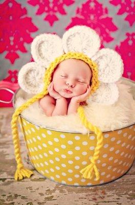 50 Cute Newborn Photos for Baby Girl Ideas 27