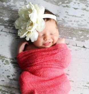 50 Cute Newborn Photos for Baby Girl Ideas 29