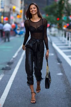 50 How to Wear Black Mesh Tops in Style Ideas 25
