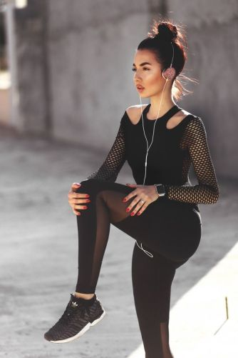 50 How to Wear Black Mesh Tops in Style Ideas 28
