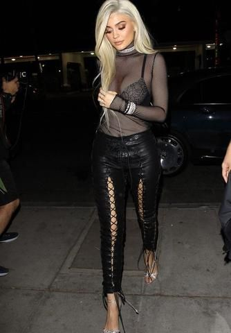 50 How to Wear Black Mesh Tops in Style Ideas 3