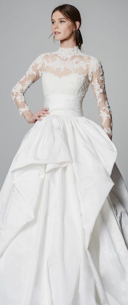 50 Simple Glam Victorian Neck Style Bridal Dresses Ideas 35