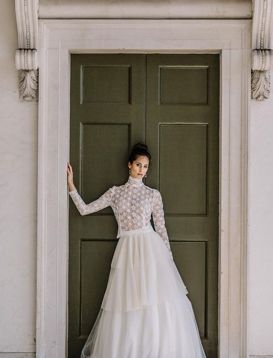 50 Simple Glam Victorian Neck Style Bridal Dresses Ideas 47