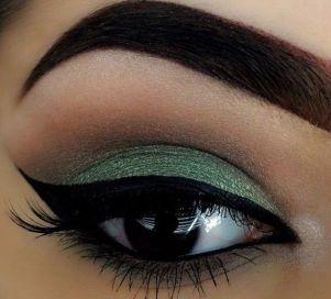 40 Green Eyeshadow Looks Ideas 25