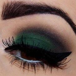 40 Green Eyeshadow Looks Ideas 31