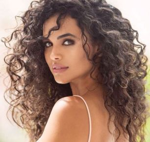 40 Loose Curly Natural Hairstyle Ideas 18