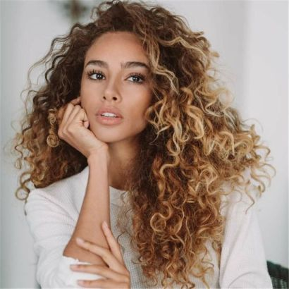 40 Loose Curly Natural Hairstyle Ideas 34
