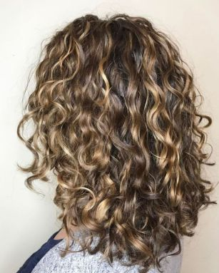 40 Loose Curly Natural Hairstyle Ideas 9