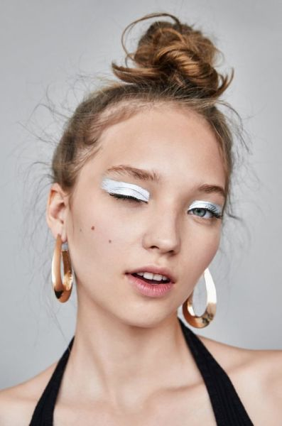 40 Silver Eye Makeup Looks You Need to Try 21
