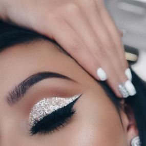40 Silver Eye Makeup Looks You Need to Try 25