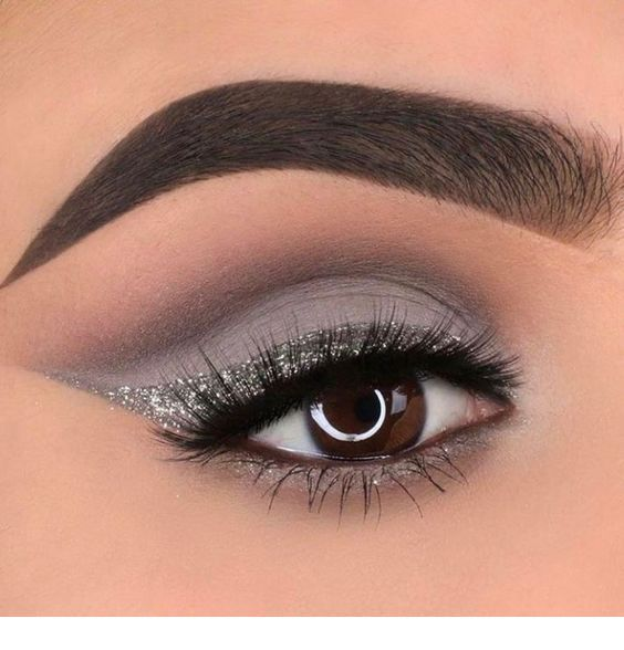 40 Silver Eye Makeup Looks You Need to Try 34