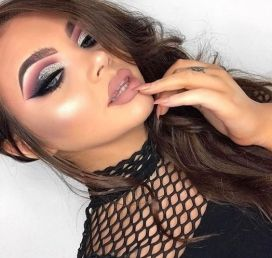40 Silver Eye Makeup Looks You Need to Try 35