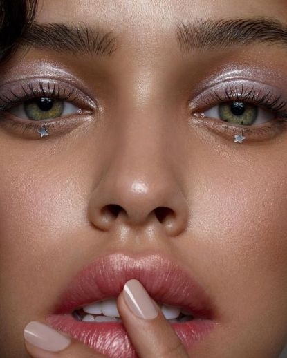 40 Silver Eye Makeup Looks You Need to Try 36