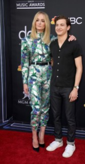 40 The Looks You Need to See From Billboard Music Awards 2019 Red Carpet 38