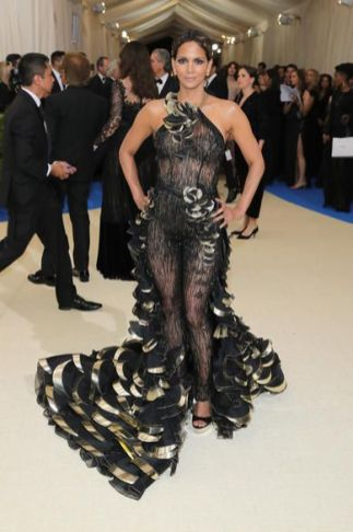 50 Adorable Met Gala Celebrities Fashion 19