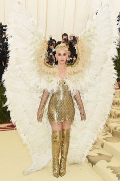 50 Adorable Met Gala Celebrities Fashion 24