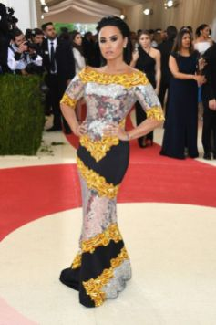 50 Adorable Met Gala Celebrities Fashion 35