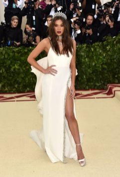 50 Adorable Met Gala Celebrities Fashion 37