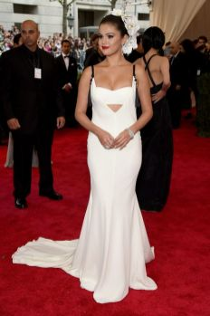 50 Adorable Met Gala Celebrities Fashion 43