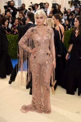 50 Adorable Met Gala Celebrities Fashion 55