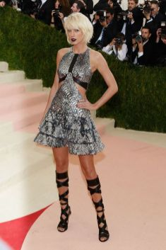 50 Adorable Met Gala Celebrities Fashion 56