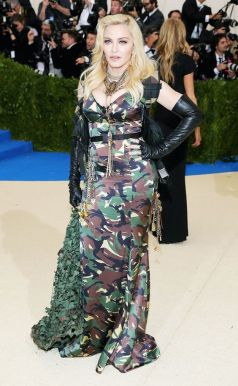 50 Adorable Met Gala Celebrities Fashion 9
