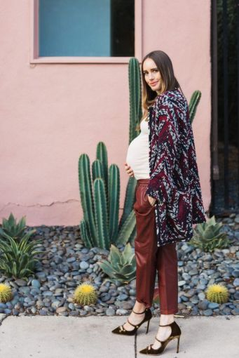 50 Comfy and Stylish Maternity Outfits Street Style Looks 28