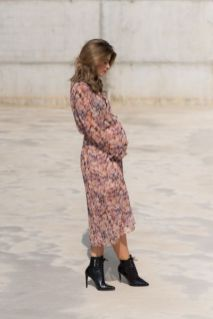 50 Comfy and Stylish Maternity Outfits Street Style Looks 30