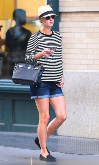 50 Comfy and Stylish Maternity Outfits Street Style Looks 32