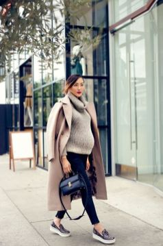 50 Comfy and Stylish Maternity Outfits Street Style Looks 47