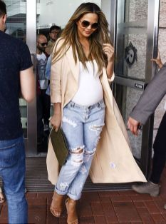 50 Comfy and Stylish Maternity Outfits Street Style Looks 49