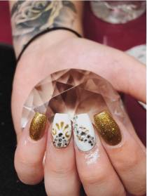 50 Glam Gold Girly Nail Art Looks Ideas 42