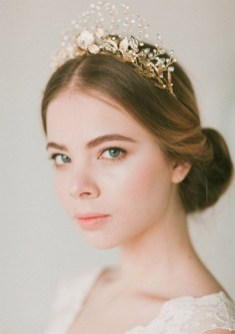 40 How Elegant Wedding Hair Accessories Ideas 11