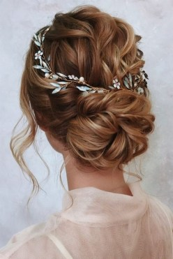 40 How Elegant Wedding Hair Accessories Ideas 18