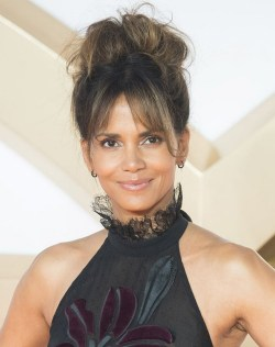 Curtain Bangs Hair Styles Ideas 02