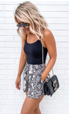 How To Style Casual Spring Outfits for Women 21