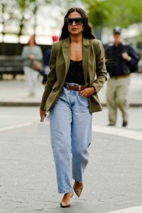 How To Style Casual Spring Outfits for Women 40
