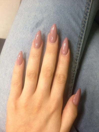 Inspiring Almond Shaped Nail for Girls 13