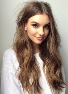 20 Long Wavy Hairstyles The Envy of Most Women 10