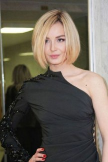 60 Dare to be Sexy with Short Hairstyle Look 17