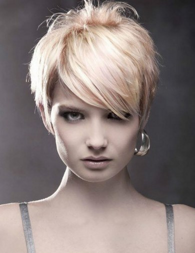 60 Dare to be Sexy with Short Hairstyle Look 42