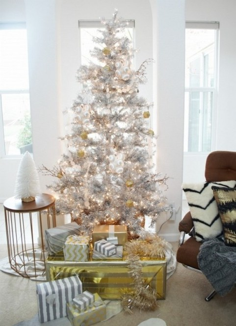 70 Catchy Silver and Gold Christmas Trees Decor You Need to See 11