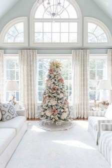 70 Catchy Silver and Gold Christmas Trees Decor You Need to See 18