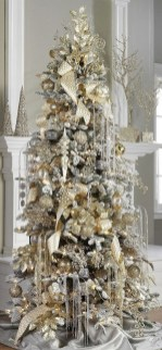 70 Catchy Silver and Gold Christmas Trees Decor You Need to See 19